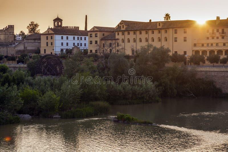 Panorama de Córdoba con el río de Guadalquivir Córdoba, Andalucía, fotografía de archivo libre de regalías