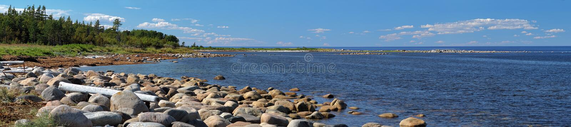 Panorama de côte de mer blanche, îles de Solovetsky images stock