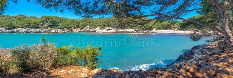 Panorama de Cala Turqueta en Menorca, Islas Baleares España imágenes de archivo libres de regalías
