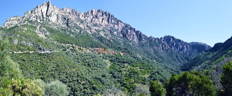 Panorama de Capu Ota Mountain y del barranco de Spelunca foto de archivo