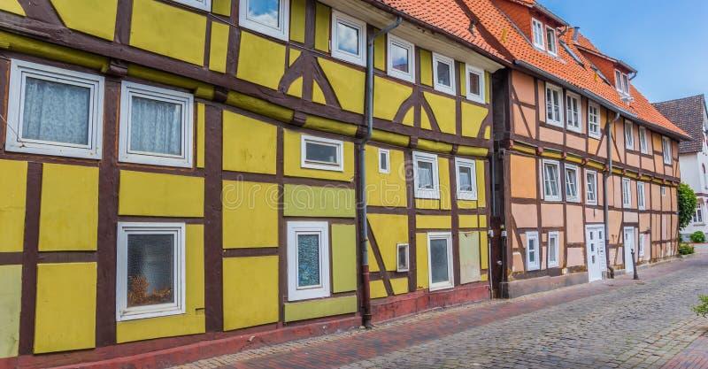 Panorama de casas metade-suportadas coloridas em Rinteln foto de stock