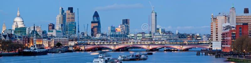 Panorama de cathédrale Londres de rue Paul photographie stock libre de droits