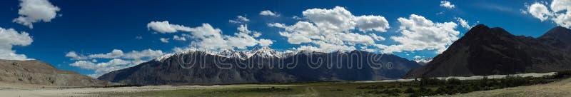 Panorama de chaîne de montagne photo stock