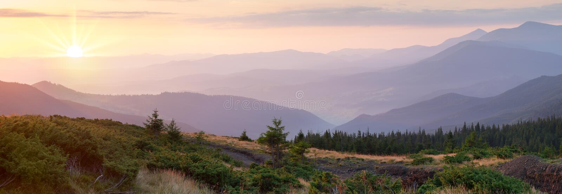 Panorama de chaîne de montagne au beau temps de lever de soleil, amazin images stock