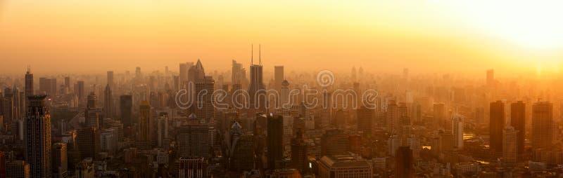 Panorama de Changhaï au coucher du soleil photographie stock libre de droits