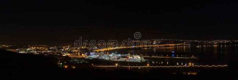 Panorama de compartiment de Douglas sur l'île de l'homme la nuit photos libres de droits
