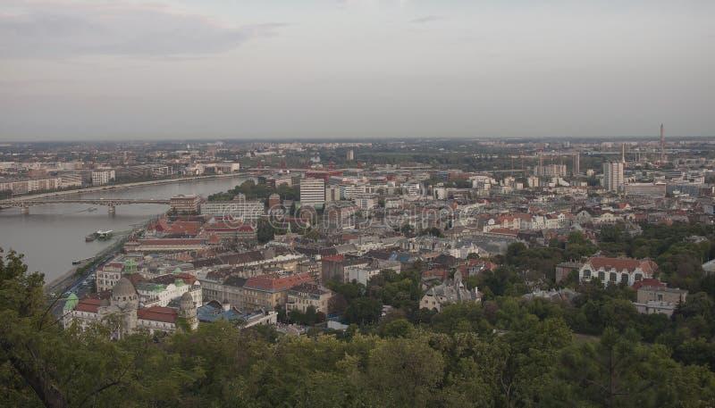 Panorama de construções soviéticas em Budapest imagens de stock