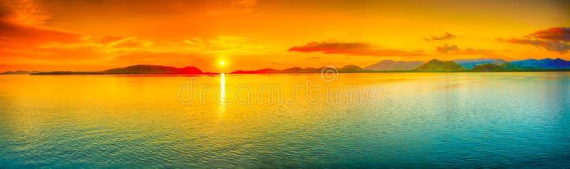 Panorama de coucher du soleil images stock