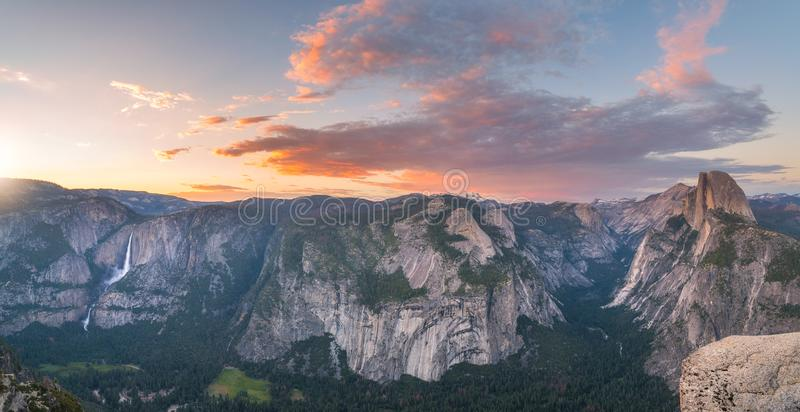 Panorama de coucher du soleil de point de glacier en parc national de Yosemite images stock