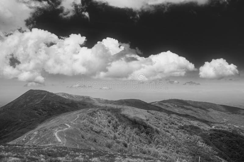 Panorama de crête de Monte Chiappo P?kin, photo noire et blanche de la Chine images stock