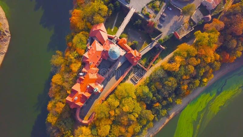 Panorama de Cracovia, Polonia, con el castillo real de Wawel, el río Vistula en otoño Visión aérea en la puesta del sol 2019 foto de archivo