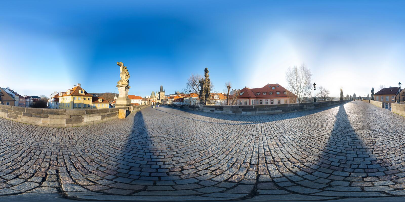 Panorama de 360 degrés de Charles Bridge à Prague image stock