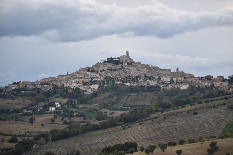 Download Panorama De Fermo, Região De Marche, Itália Foto de Stock - Imagem de cityscape, região: 80100454
