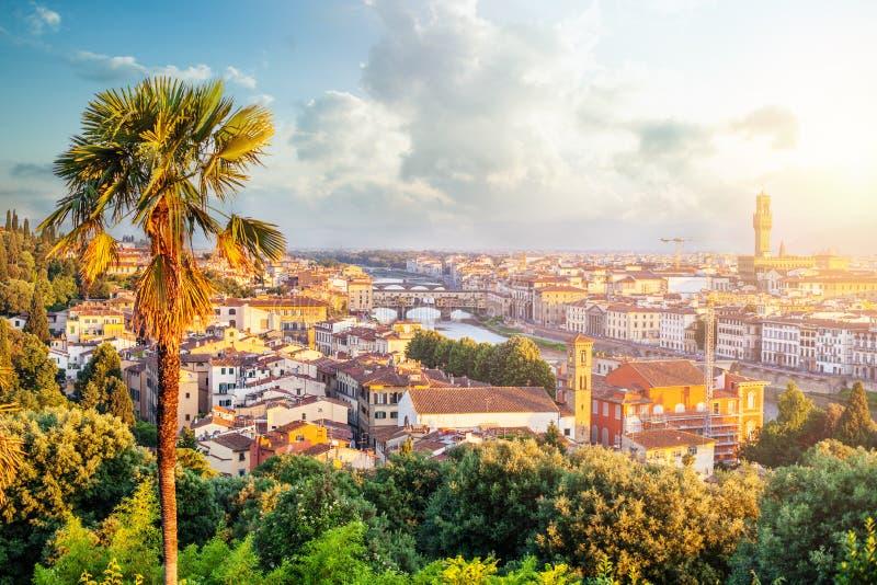 Panorama de Florence Horizon d'aube et de paysage urbain de Florence Italy avec Signoria et du pont de Ponte Vecchio au-dessus du images libres de droits