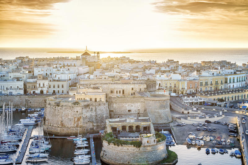 Panorama de Gallipoli bonito, Puglia, Itália imagens de stock royalty free