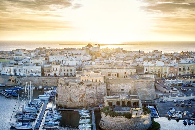 Panorama de Gallipoli bonito, Puglia, Itália imagem de stock