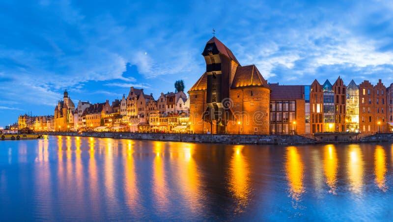 Panorama de Gdansk sobre o rio de Motlawa no crepúsculo, Polônia fotos de stock royalty free