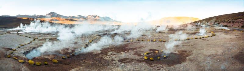 Panorama de gisement de geyser d'EL Tatio photo libre de droits