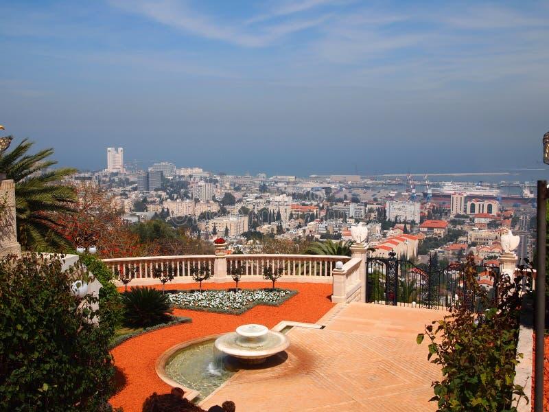 Panorama de Haifa Israel del jardín del ` i de Baha imágenes de archivo libres de regalías