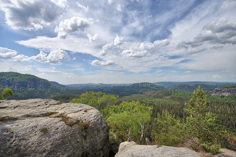 Panorama de HDR des roches dans Saxon Suisse images libres de droits