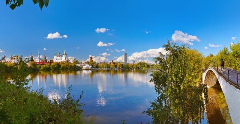 Panorama de Izmailovo el Kremlin y del ruso del lago - Moscú fotografía de archivo libre de regalías