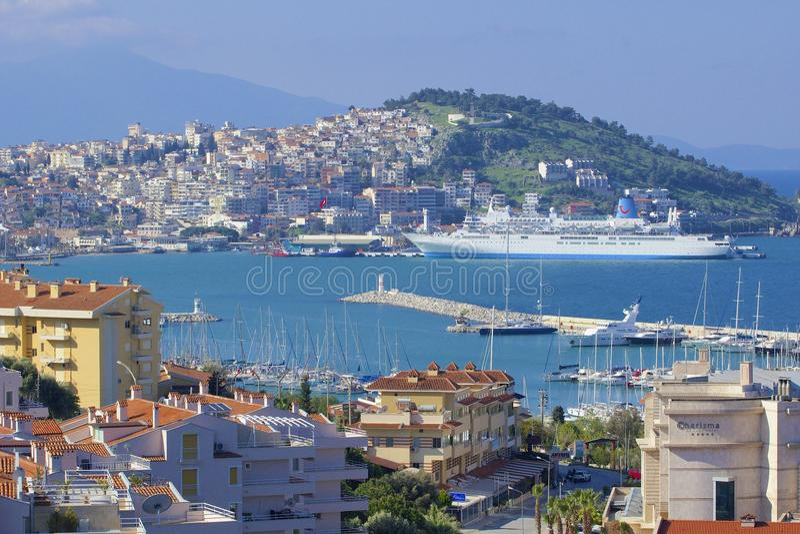 Panorama de Kusadasi em Turquia imagem de stock