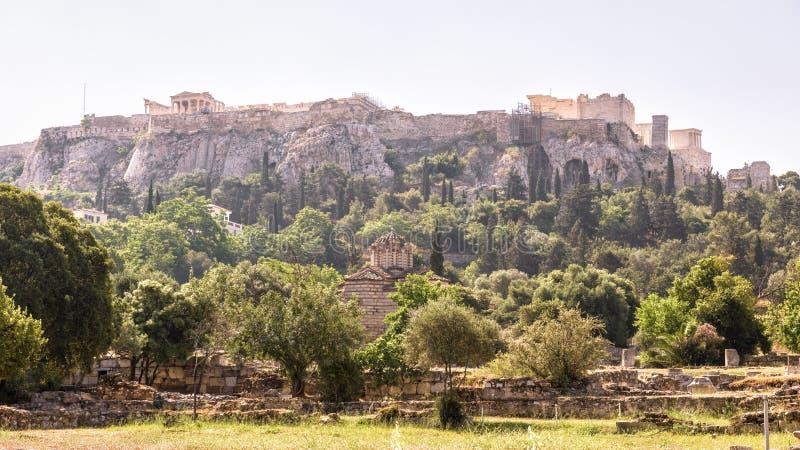 Panorama de l'agora donnant sur la colline célèbre d'Acropole, Athènes photographie stock libre de droits