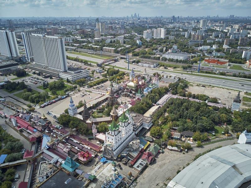 Panorama de l'Izmailovo Kremlin à Moscou, Russie Vue aérienne panoramique de bourdon photos stock