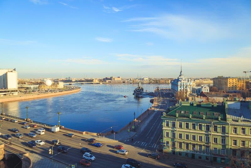 Panorama de la aurora del crucero en St Petersburg fotos de archivo