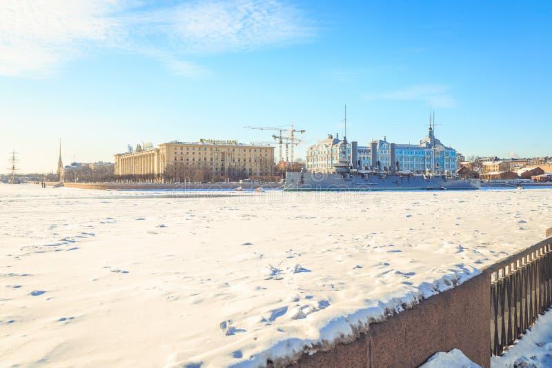 Panorama de la aurora del crucero en St Petersburg en invierno imagen de archivo libre de regalías