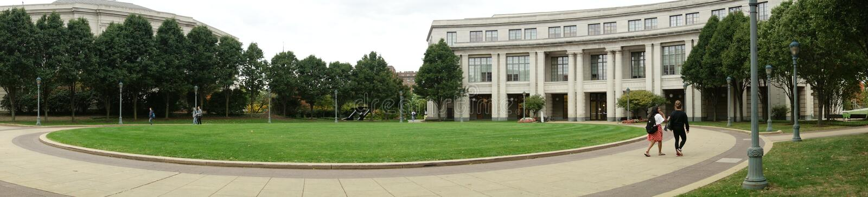 Panorama de la biblioteca de universidad foto de archivo
