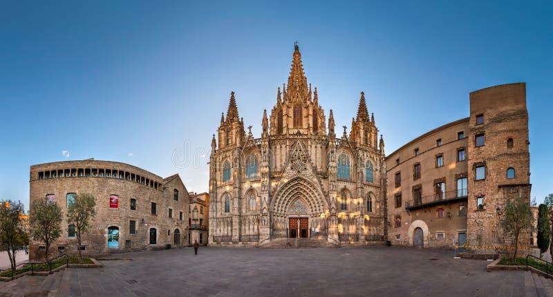 Panorama de la catedral de la cruz y del santo santos Eulalia en imagen de archivo