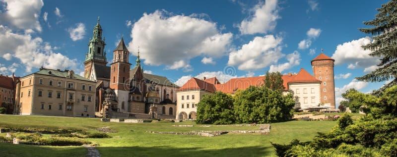 Panorama de la catedral de Wawel en Kraków, Polonia foto de archivo libre de regalías