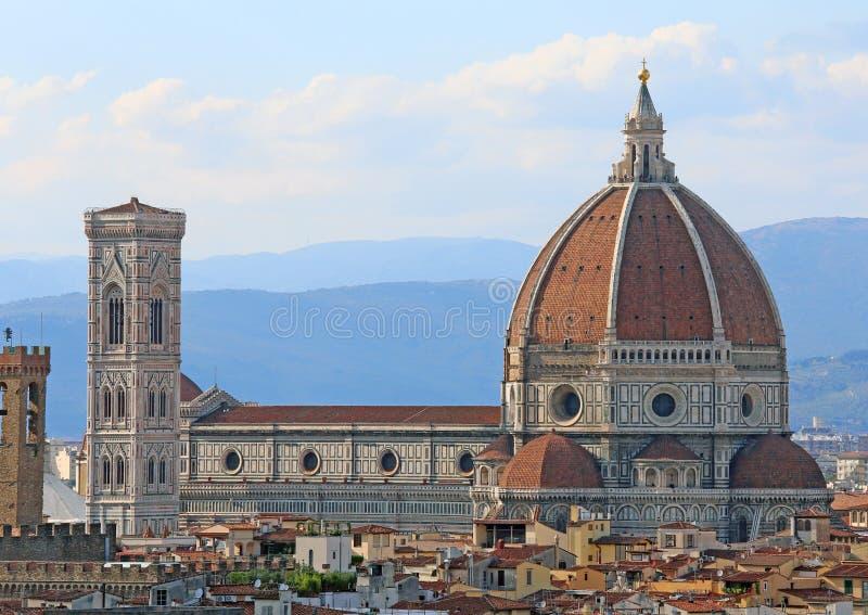 Panorama de la ciudad de FLORENCIA en Italia con la gran bóveda imagen de archivo libre de regalías
