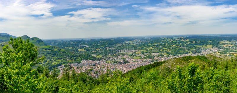 Panorama de la ciudad de Lourdes fotos de archivo