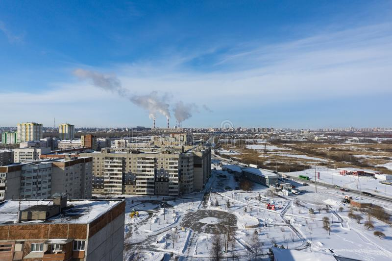 Panorama de la ciudad del invierno imagenes de archivo