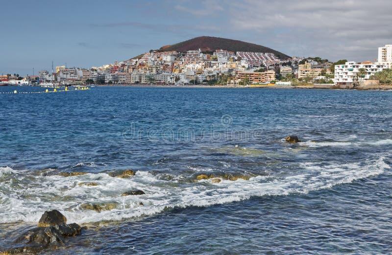 Panorama de la ciudad del Los Cristianos del océano Tenerife Islas Canarias españa foto de archivo libre de regalías