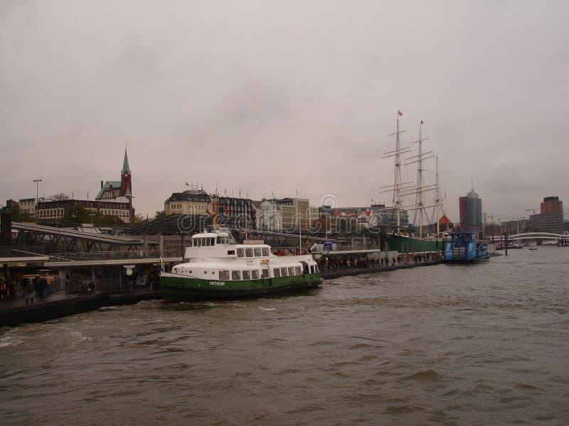 Panorama de la ciudad de Hamburgo Vista del río Elba en Hamburgo imágenes de archivo libres de regalías
