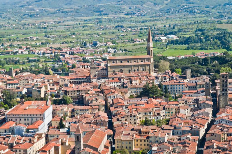 Panorama de la ciudad hermosa de Arezzo en Toscana foto de archivo