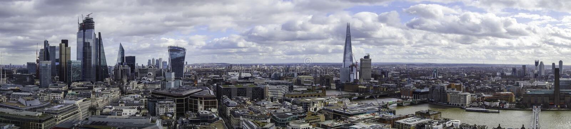 Panorama de la ciudad de Londres y del banco del sur del top de la catedral de los pauls del st foto de archivo libre de regalías