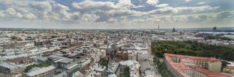 Panorama de la ciudad Riga, Letonia fotos de archivo
