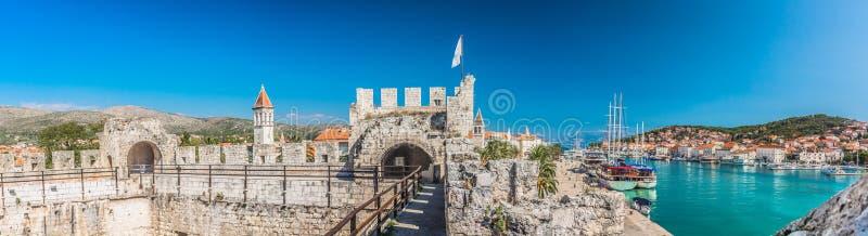 Panorama de la ciudad Trogir imagen de archivo libre de regalías