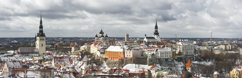 Panorama de la ciudad vieja de Tallinn, Estonia fotografía de archivo