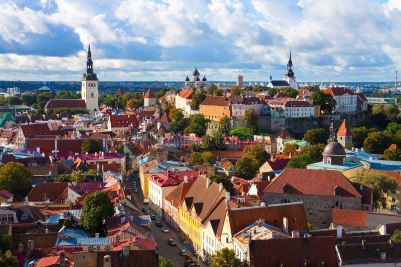 Panorama de la ciudad vieja en Tallinn, Estonia foto de archivo libre de regalías