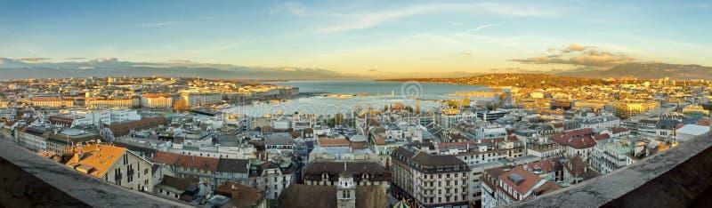 Panorama de la ciudad y del lago de Ginebra, Suiza fotos de archivo