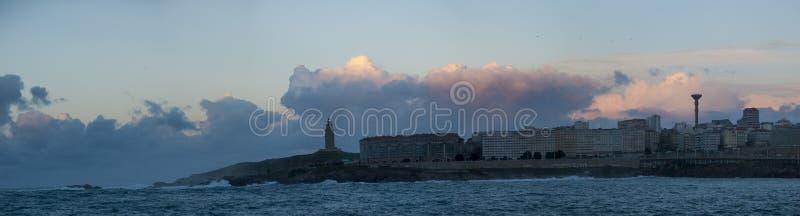Panorama de La Coruña au coucher du soleil images stock