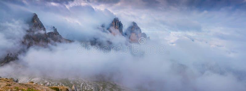 Panorama de la crête de Tre Cime Di Lavaredo, dolomites italiennes, image libre de droits