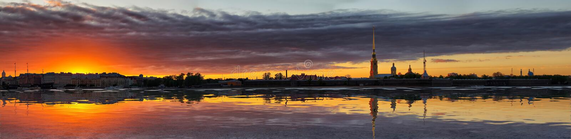 Panorama de la disminución sobre Neva en St Petersburg imagen de archivo