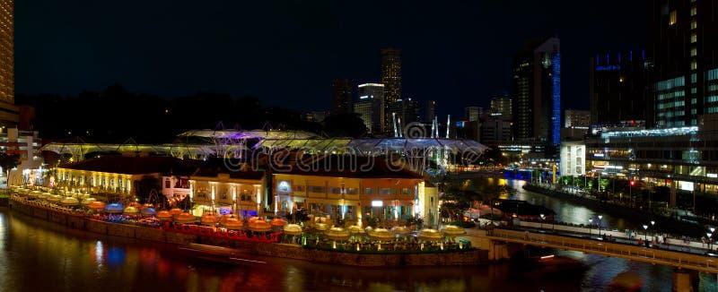 Panorama de la escena de la noche de Clarke Quay Singapur foto de archivo libre de regalías