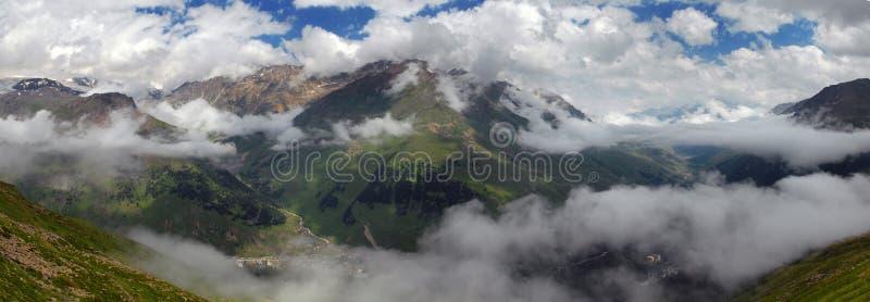Download Panorama De La Garganta De Baksansky Imagen de archivo - Imagen de nubes, río: 7284353